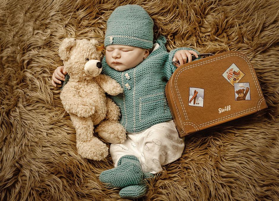 newborn fotografie, babyfotografie, babyfoto, baby mit koffer, baby urlaub, newbornfotos, newbornfotografie