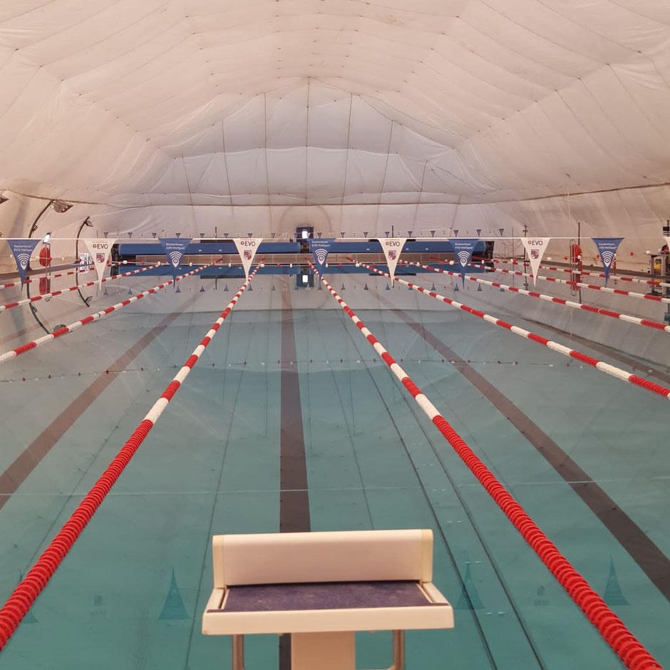 Schwimmbad Rosenhöhe (Traglufthalle) in Offenbach / Bild: Manuel Martin
