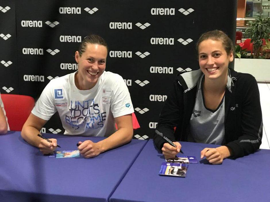 Arena Autogrammstunde mit Jenny Mensing und Rosalie Kleyboldt (SC Wiesbaden) / Foto: Oliver Großmann