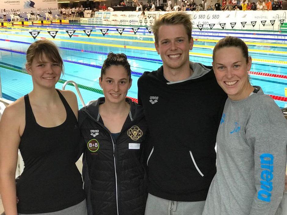 Von links: Samira Erhard (EOSC Offenbach), Selina Müller (SC Wiesbaden), Juilius Flohr( DSW Darmstadt) und Jenny Mensing (SC Wiesbaden) Foto: Oliver Großmann
