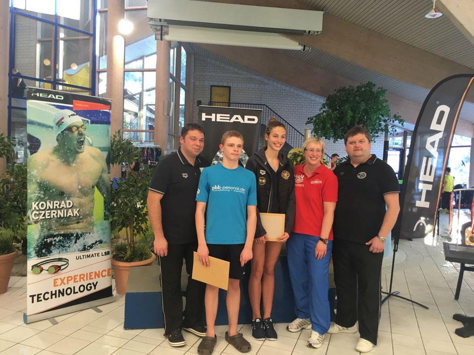 Von links: Manuel Martin (Bezirksschwimmwart Mitte), Marian Gerth, Rosaly Kleyboldt, Astrid Hegemann und Ralf Hermann (Bezirksschwimmwart West)