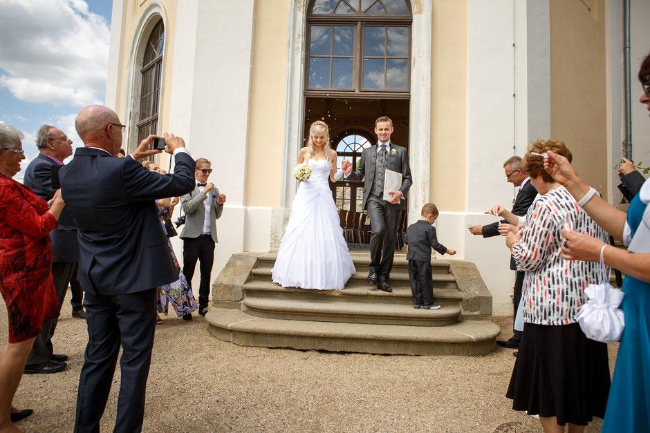 Hochzeitsfotos Schloss Wackerbarth, Hochzeitsfotograf Dresden, heiraten auf Schloss Wackerbarth, Hochzeit Goldenes Fass Meißen, heiraten in Dresden, heiraten in Radebeul, heiraten in Meißen, Hochzeitsfotos Dresden, Hochzeitsfotograf Schloss Wackerbarth