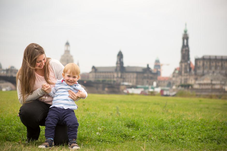 Kinderfotos Dresden, Familienfotos Dresden, Babyfotos Dresden, Fotograf Dresden Kinderfotos, Fotograf Dresden Familienfotos, Verlobungsfotos Dresden, Fotos Einladungen Hochzeit Dresden, Engagement Shooting Dresden