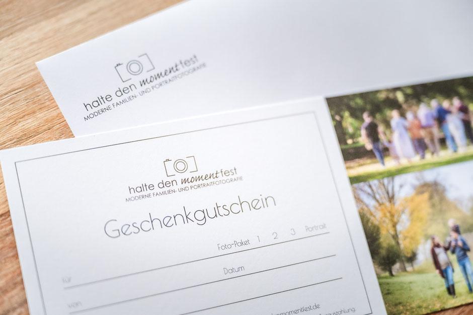 geschenkgutschein-haltedenmomentfest-familienfotos-familienshooting-paarfotos-zu-zweit-familienfotograf-portraitfotos-duisburg-duesseldorf