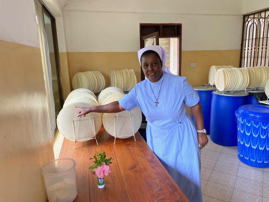 Sie bäckt alle Hostien für die Diözese Dar Es Salaam.