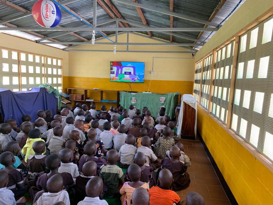 Die Zukunft hat begonnen. Kinderprogramm auf Kisuaheli kann jetzt in unseren drei Kindergärten empfangen werden.