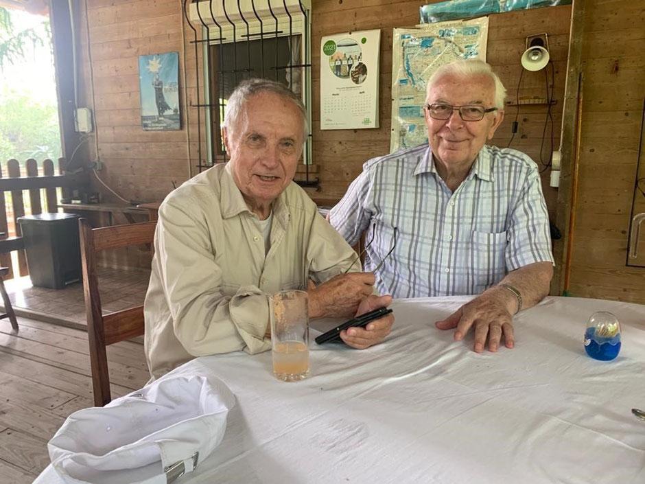 Der emeritierte Erzabt Notger Wolf des Benediktinerordens aus St. Ottilien hat Bruder Markus in Kilimahewa besucht.