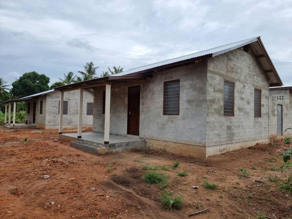Krankenhausbetten bedingen neue Schwestern und Pfleger. Vier teilen sich ein Staffhouse.
