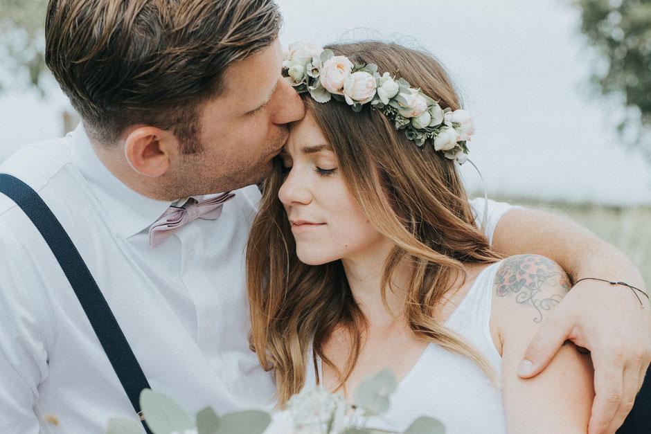 Hochzeitsfotograf Vöcklabruck, Boho-Hochzeit, Braut mit Blumenhaarkranz
