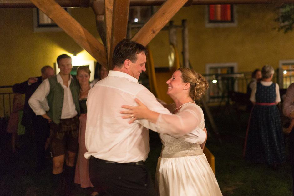 Scheunenhochzeit, Hochzeitsfotograf Vöcklabruck, Hochzeitsfotograf Oberösterreich, Ungenach, Trachtenhochzeit,
