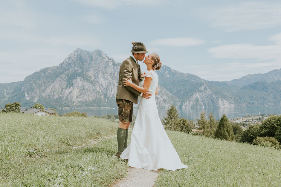 Hochzeitsfotografin Oberösterreich, Brautpaarshooting, Altmünster, Traunsee, Hochzeitsfotografin Salzkammergut