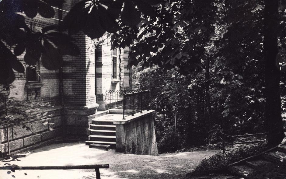 1953 hintere Eingang für Personal, heute einziger Eingang