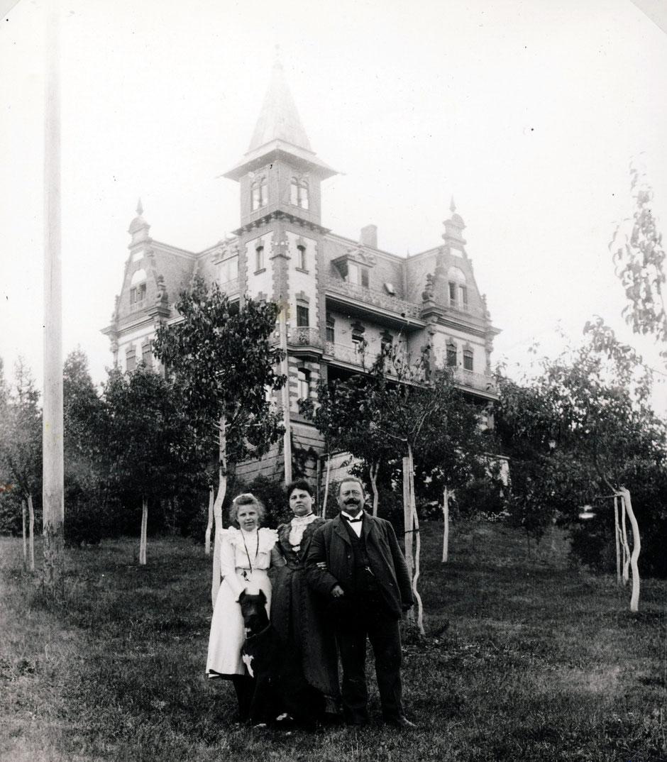 etwa 1900 Baumeister Carl Müller mit Familie