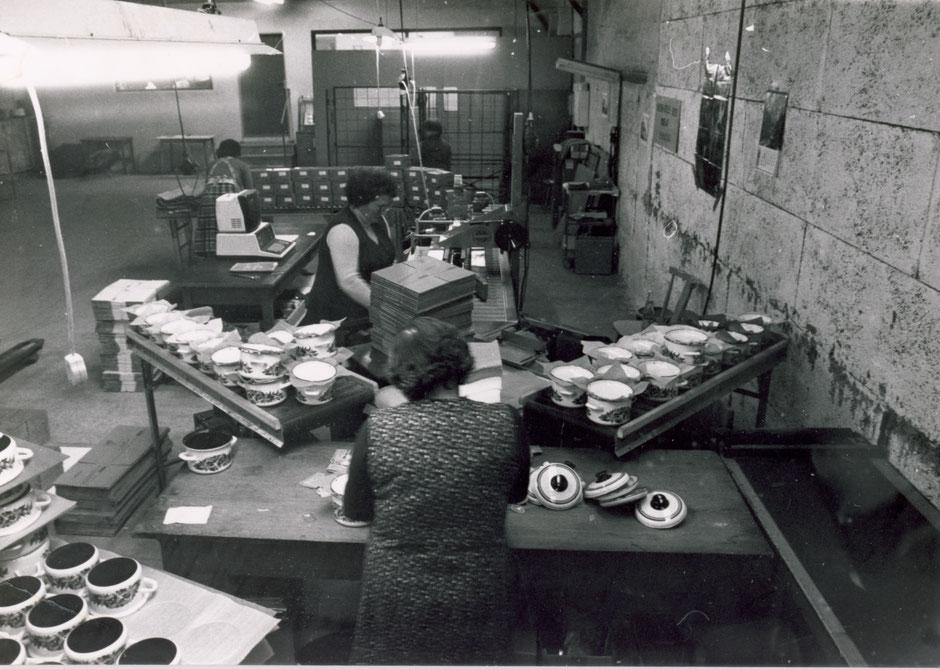 Förderbänder in der Montage und Etikettendruck per EDV