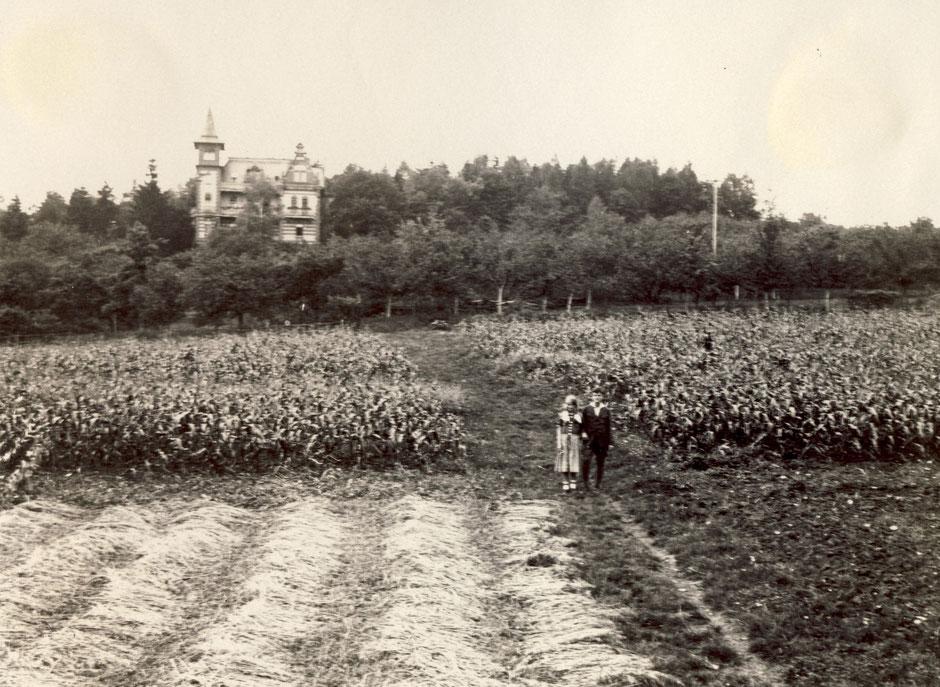 ca 1925 Maisanbau, Elisabeth und Oskar