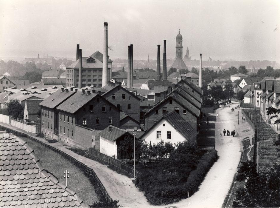 1909 ein Blick in Richtung Stadt, heute Ecke Emailfabrikstrasse (links)/ Jahnstrasse(rechts).