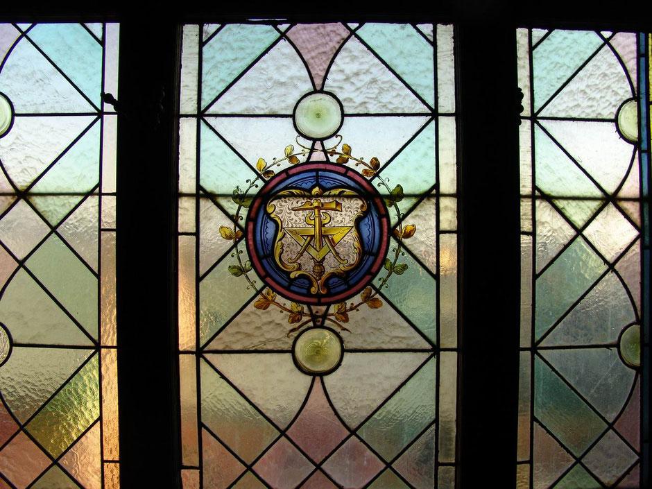 2004 Fenster mit Zunftsymbol der Spengler