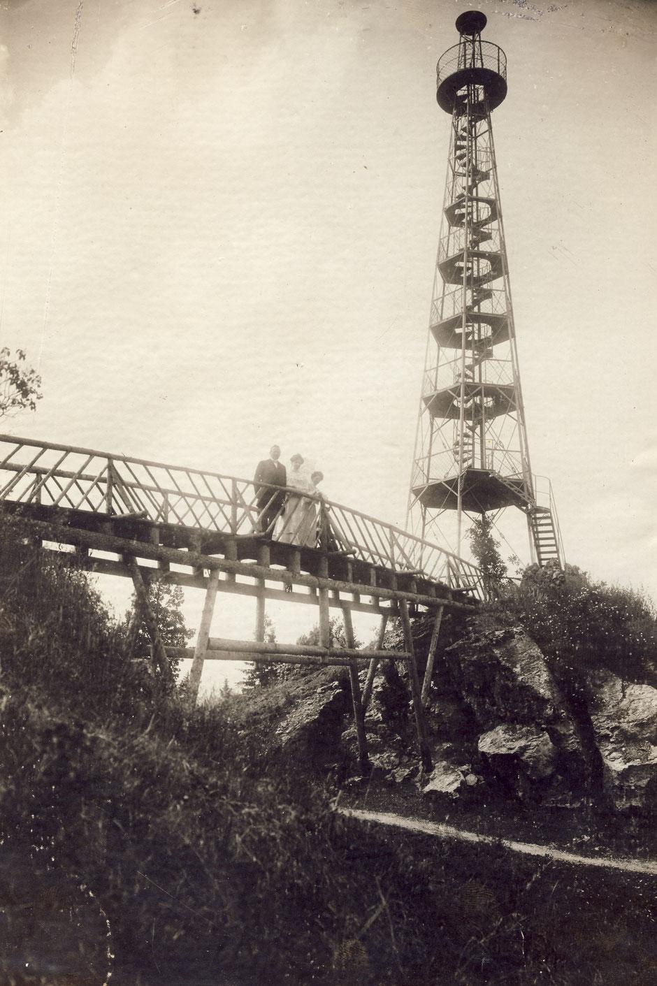 1904 frühes Bild mit Holzbrücke (Georg I,?,Erny)