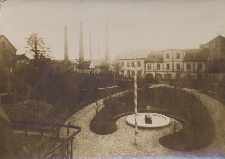 Blick vom Haus auf die Firma (1896, da im Fotoalbum glaichzeitig Bau der Wintervilla) - altes Wohn-,Bürogebäude