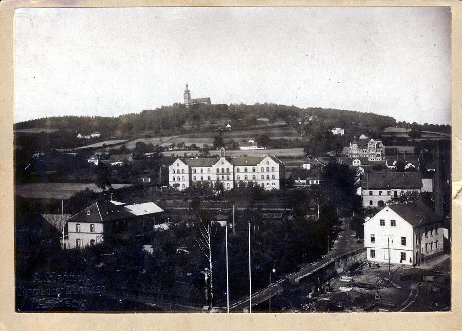 Blick auf das Marienhospital kommt von 1903 [11]. Man sieht im Hintergrund die fertige Villa. Vorne wird das Verwaltungsgebäude gebaut