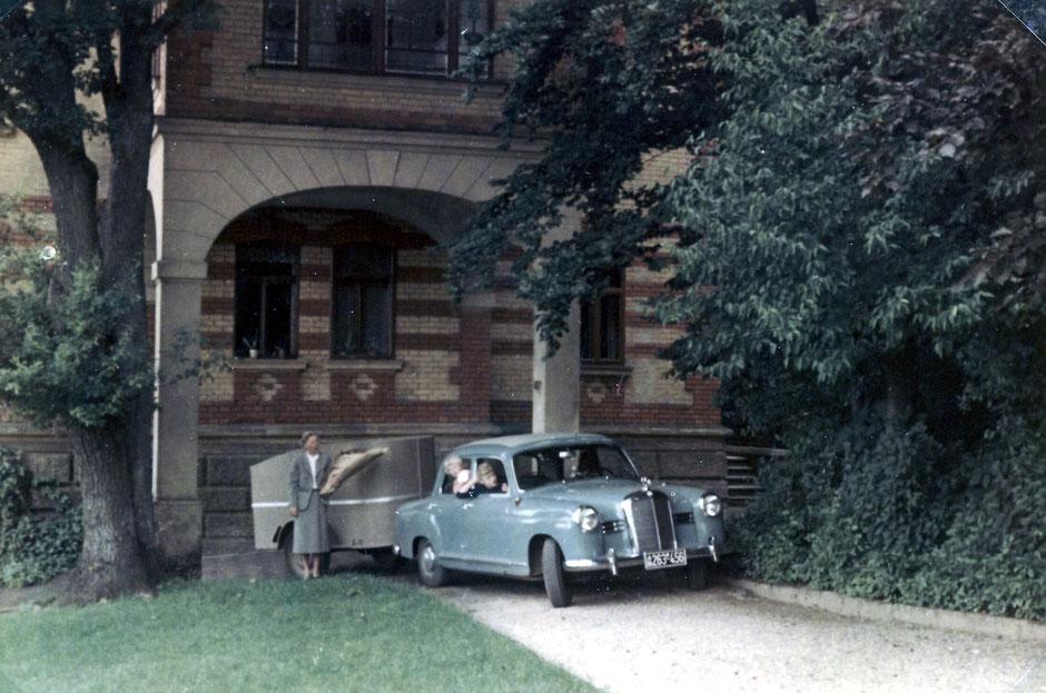 ca 1952 Ostseite mit heute nicht mehr vorhandenen Erker