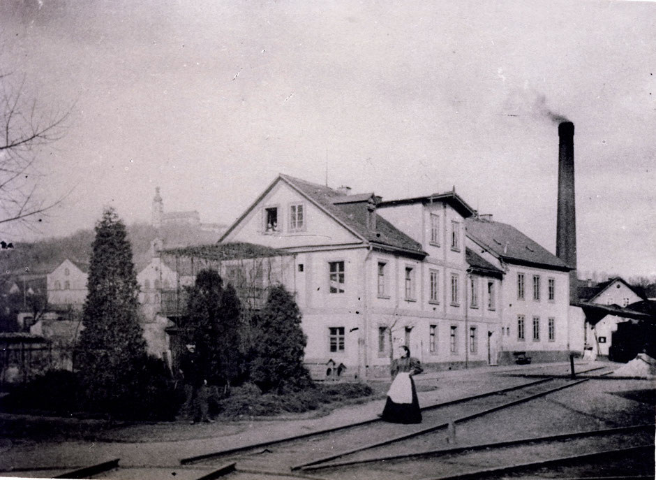 ca.1893 ursprüngliches Wohnhaus der Baumann-Familien, ab 1896 Verwaltung, 1903 Abriss und Neubau des Verwaltunsgegbäudes [11]