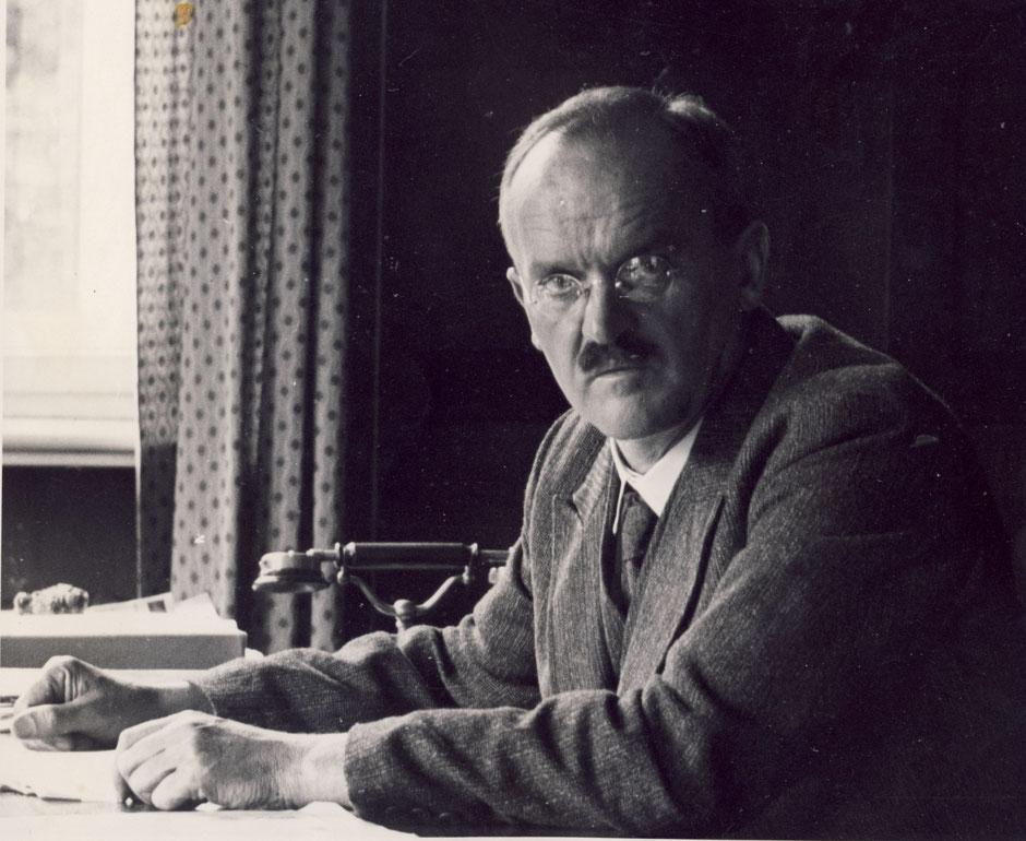 1934 Oskar im Büro im 1.Stock
