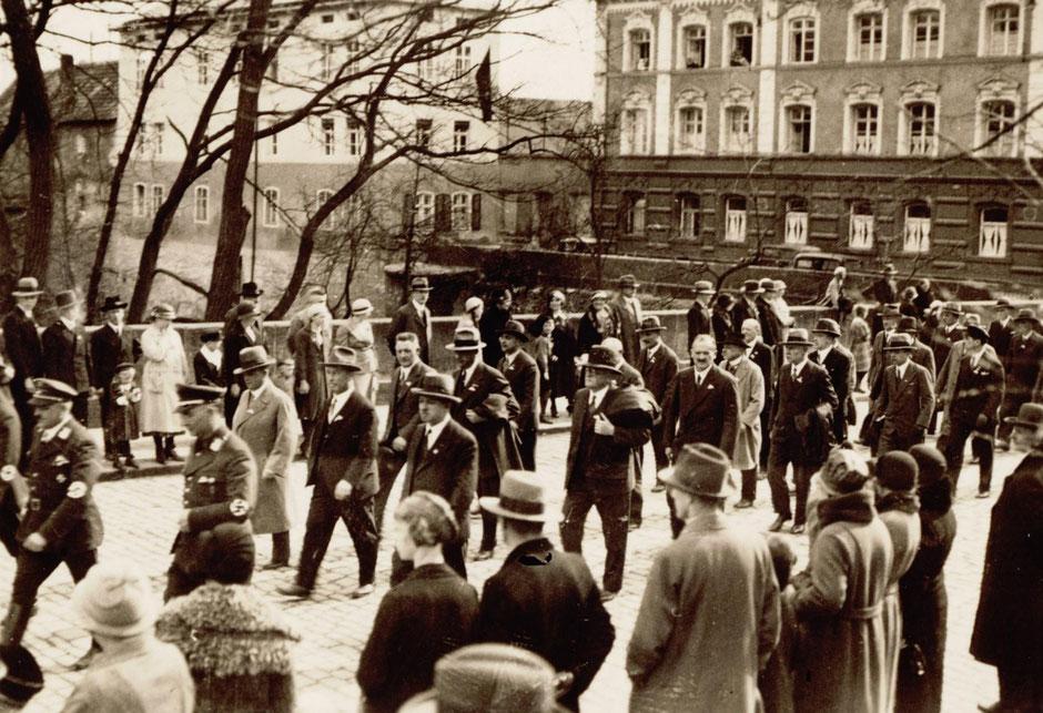 1.Mai 1934 Umzug am Bahnhof (Foto vom Bahnhof in Richtung Stadt aufgenommen)