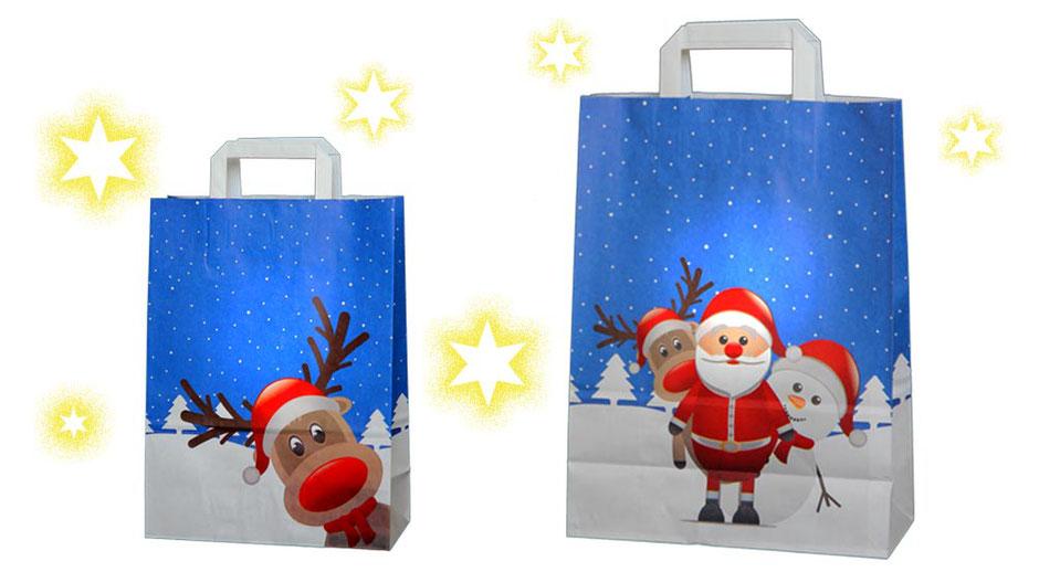 Papiertaschen Weihnachten Motiv Winterwelt in den Formaten 22 x 10 x 28 cm und 26 x 12 x 35 bedruckt mit einer blau weissen Winterlandschaft und einem lusigen Rentier Nikolaus Weihnachtsamm und Schneemann Motiv