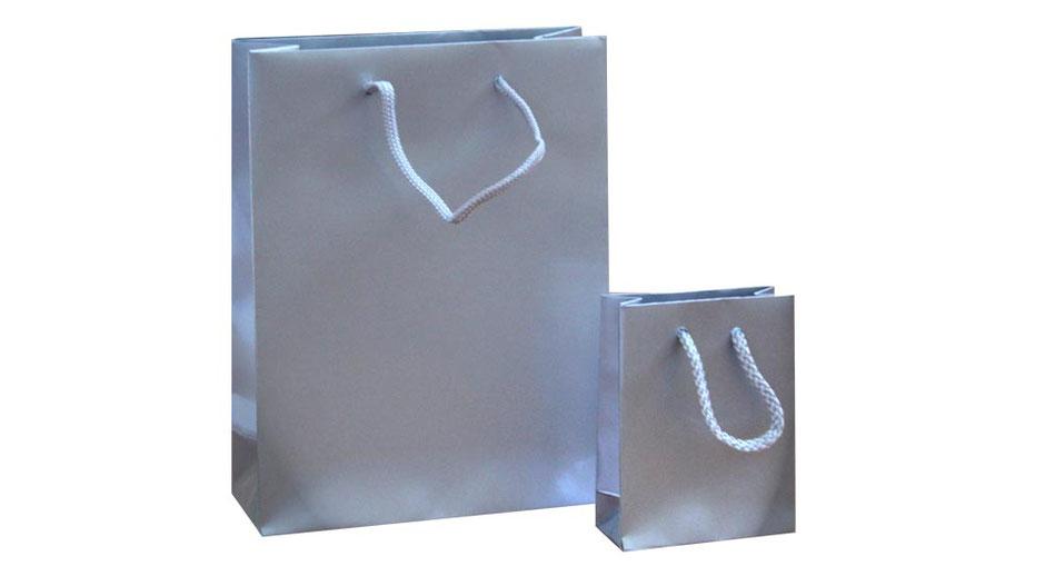 Papiertragetaschen silber mit Kordel in hochglanz Glanzplastifizierung Cello