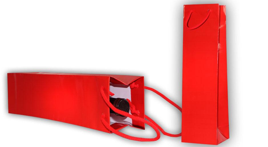Tragetaschen für Flaschen in der Farbe rot diese rote Flaschentasche in glänzned mit glänzender Plastifizierung und roten eingeknoteten korden können Sie ab 100 Stück bestellen