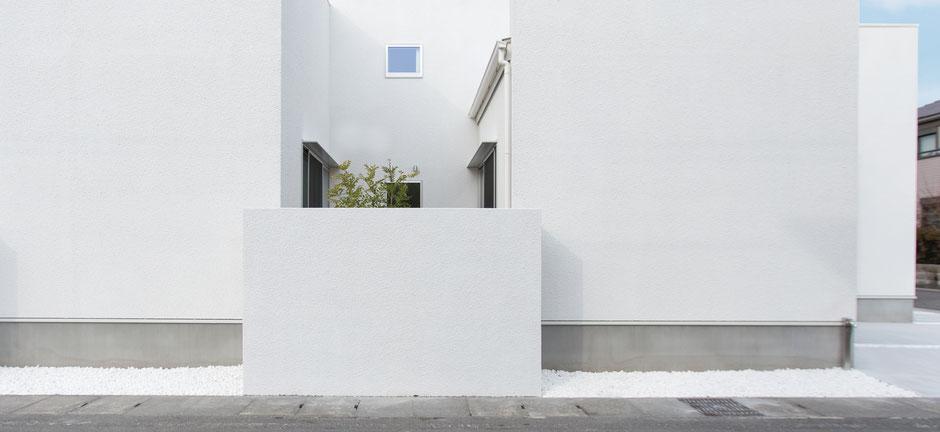 白の箱塀の画像