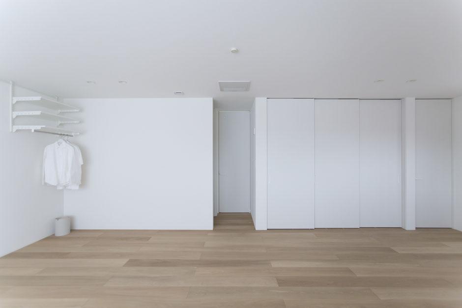 白い広い部屋の画像