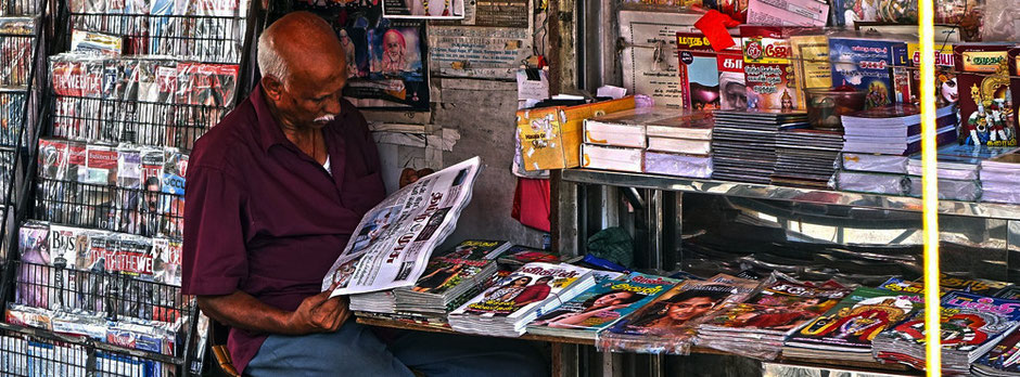 Mann in einem Kiosk | Werbehefte | überall Werbung | für die Website domiswindrad