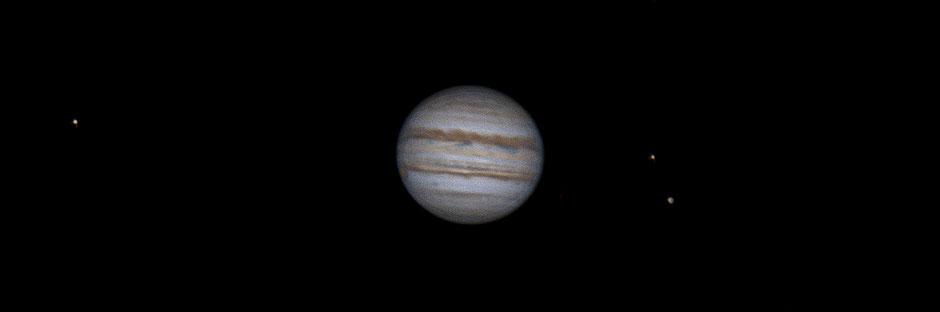 20 juillet 2020 à 20h37 TU. Io, Jupiter, Europe, Ganyméde. Maksutow 180/2700mm, barlow 2X, CDA, caméra ZWO 385MC, filtre UV/IR cut
