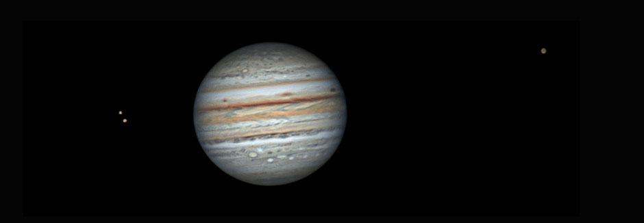 06 août 2021 à 22h55 TU. A sa gauche Io et Europe & à sa droite Callisto. Celestron 11 EDGE HD (280/2800 mm), caméra ZWO 462MC, barlow 2X, CDA, filtre IR cut