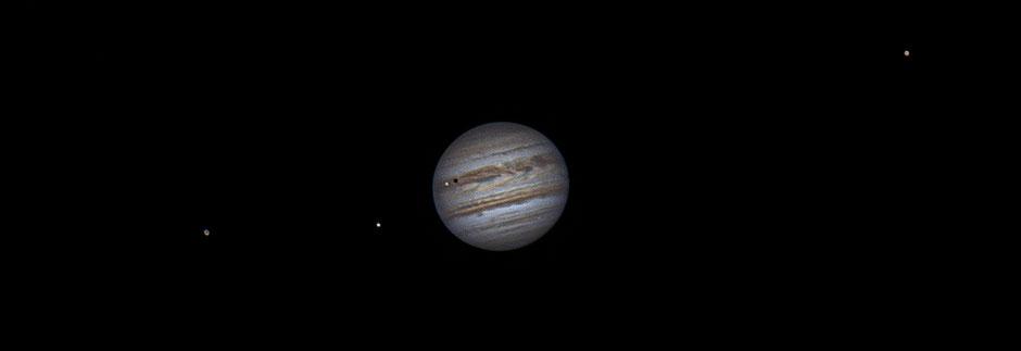 10 juillet 2020 à 00h40 TU. Ganyméde, Europe, Io et son ombre sur le disque de Jupiter, Callisto. Maksutow 180/2700mm, barlow 2X, CDA, caméra ZWO 385MC, filtre UV/IR cut