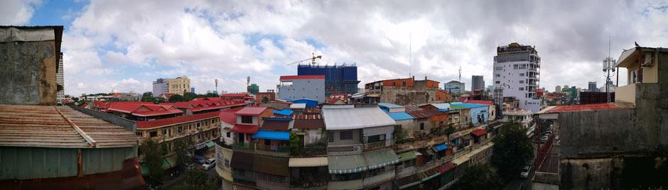 Vue panoramique sur les toits de Phnom Penh (quartier Phsar Thmey)