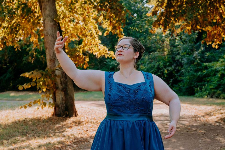 Hochzeitsrednerin Jasmin El-Assil from Philosophy with Love im Nordpark Düsseldorf: Foto von Ramona Müller