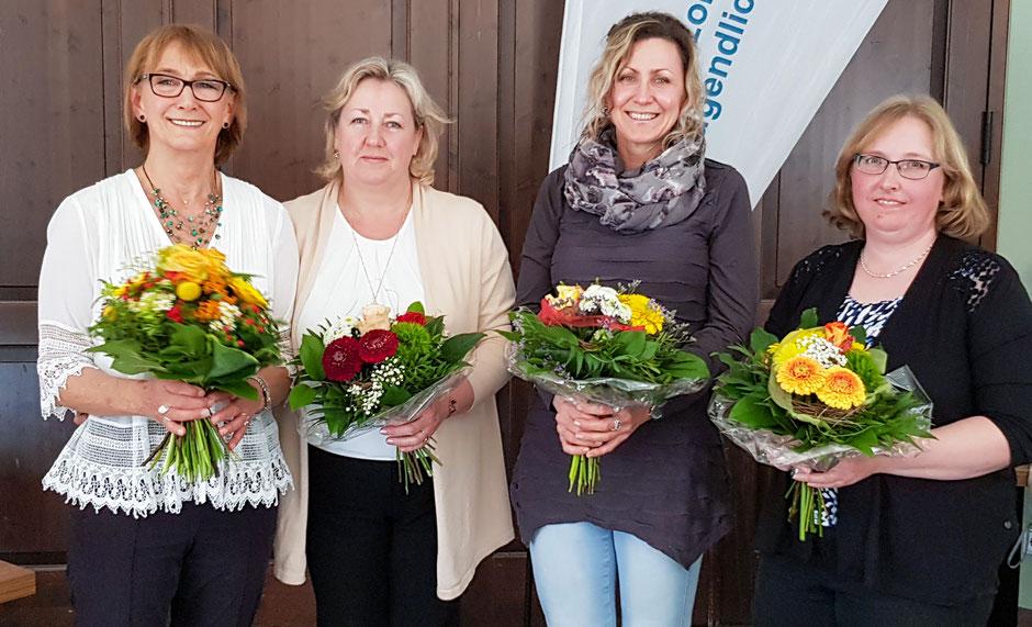Danke für 10 Jahre Mitgliedschaft: (v.l.nr.) Brigitte Breitfelder, Rimma Kirsch, Yelena Seifert, Birgit Peschke