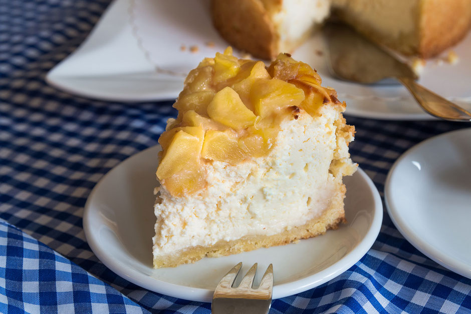 Kleiner Apfel-Käse-Marzipankuchen mit Karamell-Topping © Jutta M. Jenning mjpics