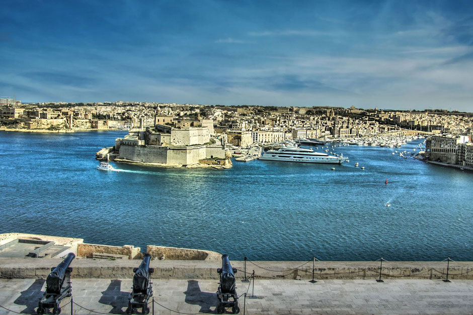 grand-harbour-valletta-kanonen