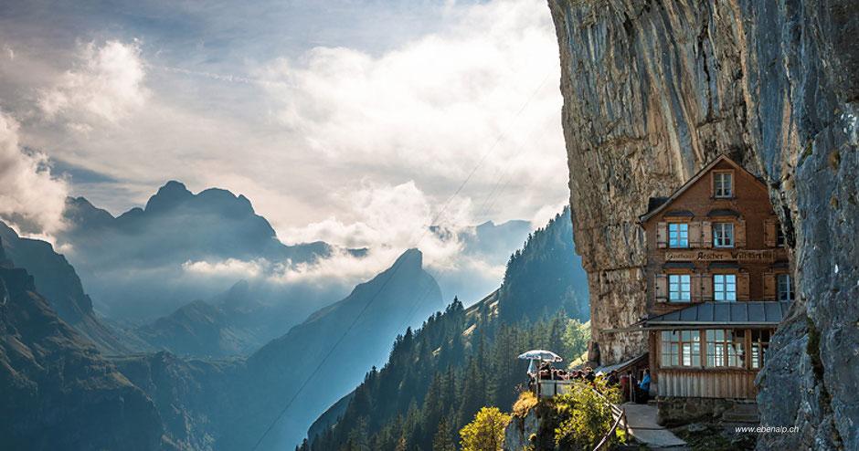 Wandern zum Wildkirchli - Hiking to Wildkirchli