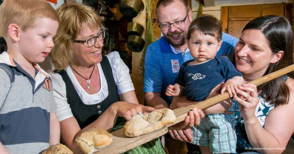 Brotbacken Allgäu, Bergbauern Allgäu, Bergbauernmuseum, Allgäu, Kindergeburtstag, Diepolz, Alpkönigblick, Lustiger Hirsch, Höflealpe, Kinderprogramm, Familienprogramm, Immenstadt, Alpsee