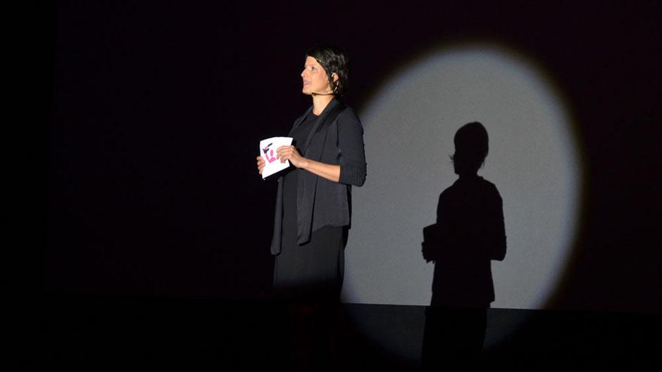 Moderatorin Dominique Macri