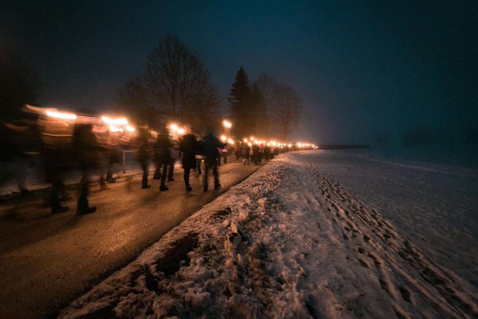 Fackelwanderung-Silvester-Grüner-See-Tragöss-Kreative-Fotographie-Winterwandern-Steiermark-Österreich
