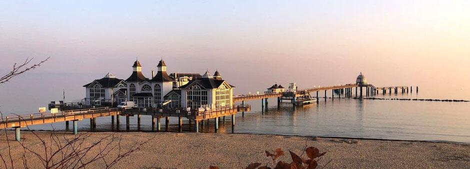 Seebrücke Sellin im Morgenlicht, fotografiert von Ina Bärschneider im Außendienst