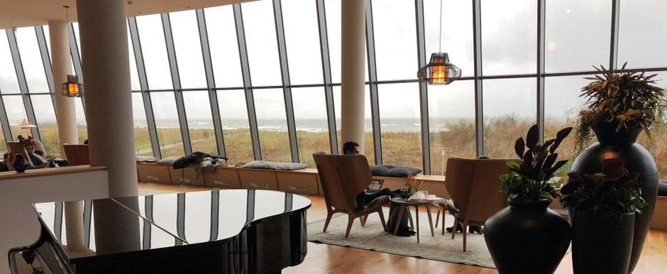 Blick aus den Panoramascheiben des Hotels The Grand in Ahrenshoop von Ina Bärschneider bei einem ERV-Außendienstbesuch