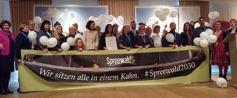 Geschäftsführer und Mitarbeiter vom Tourismusverband Spreewald während der Preisverleihung Q-Region Deutschland 2018 in Cottbus