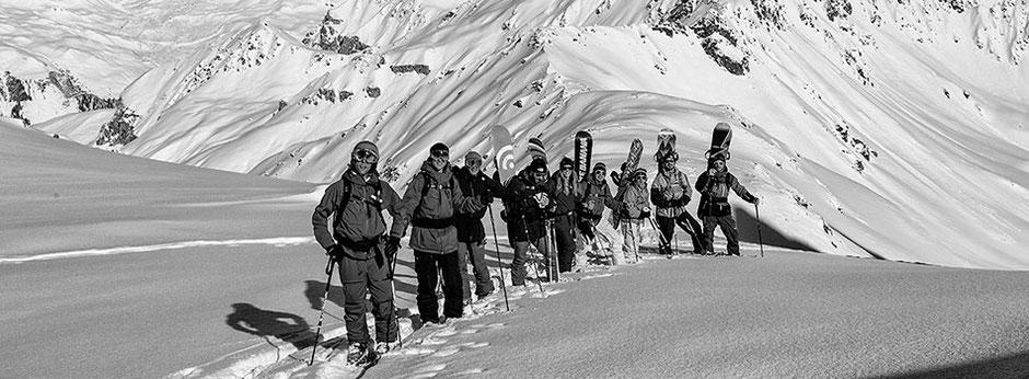 Team Bergstation1 und Team Bergstation2 im Aufstieg